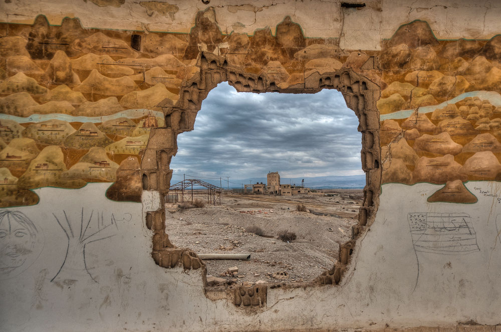 Grafity Through The Hole by ronen