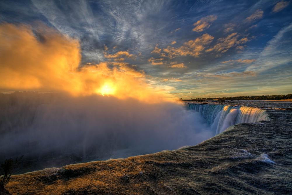 Sunrise @ Niagara Falls by reneladenius