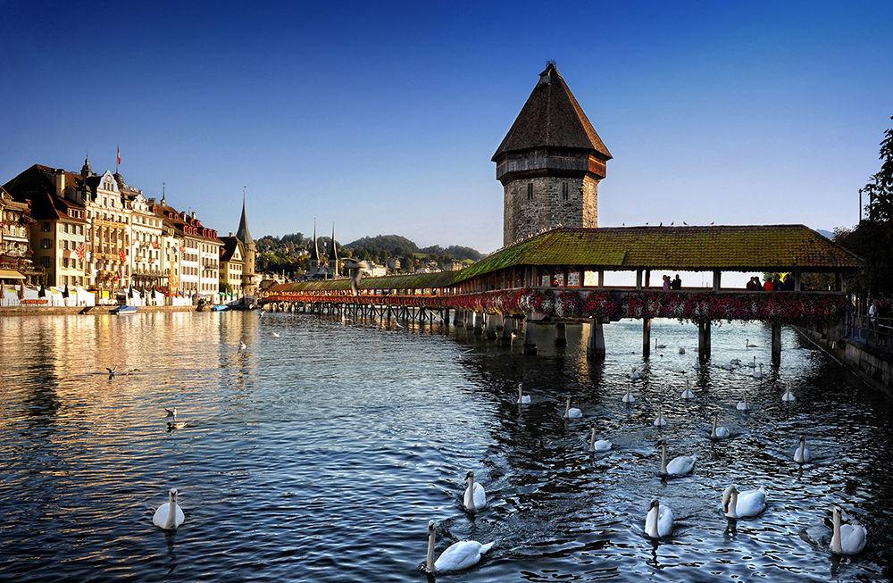 Ponte di legno a Lucerna by Ascione Rosario