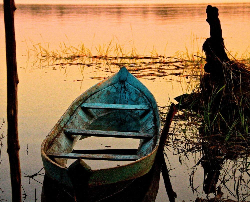 Blue Canoe by guiacc