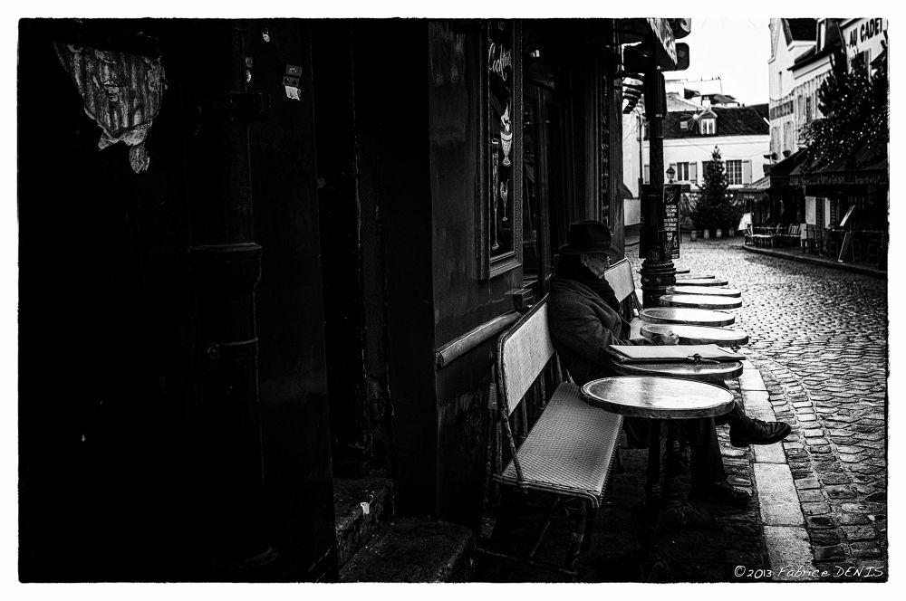 Paris - Place du Tertre à Montmartre Picture taken for the film noir theme. Who is it ? That awaits  by Fabrice Denis Photography