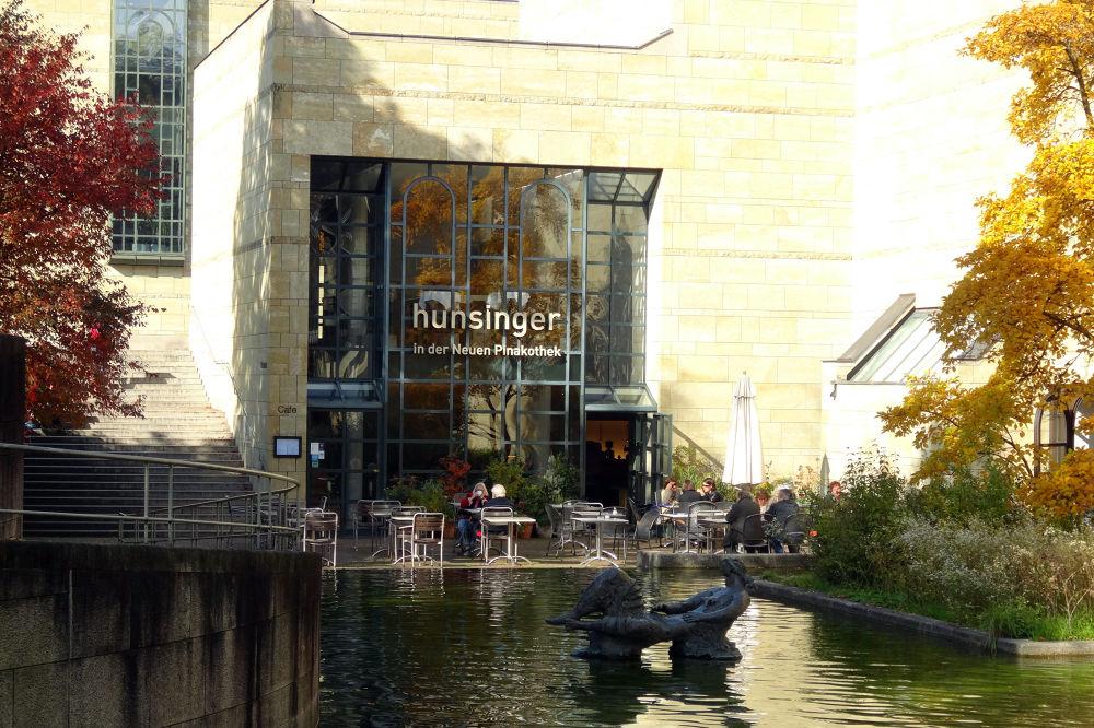 Hunsinger in der Neuen Pinakothek by Mikhail Deynekin