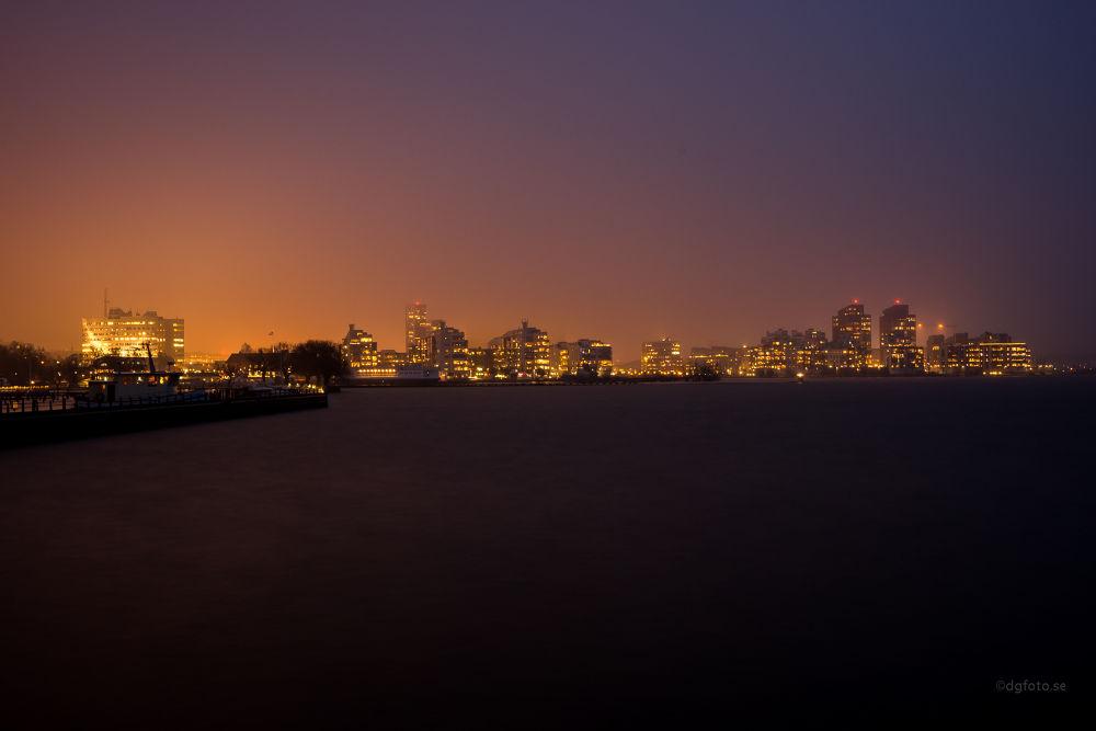 Cityglow by Dennis Graversen