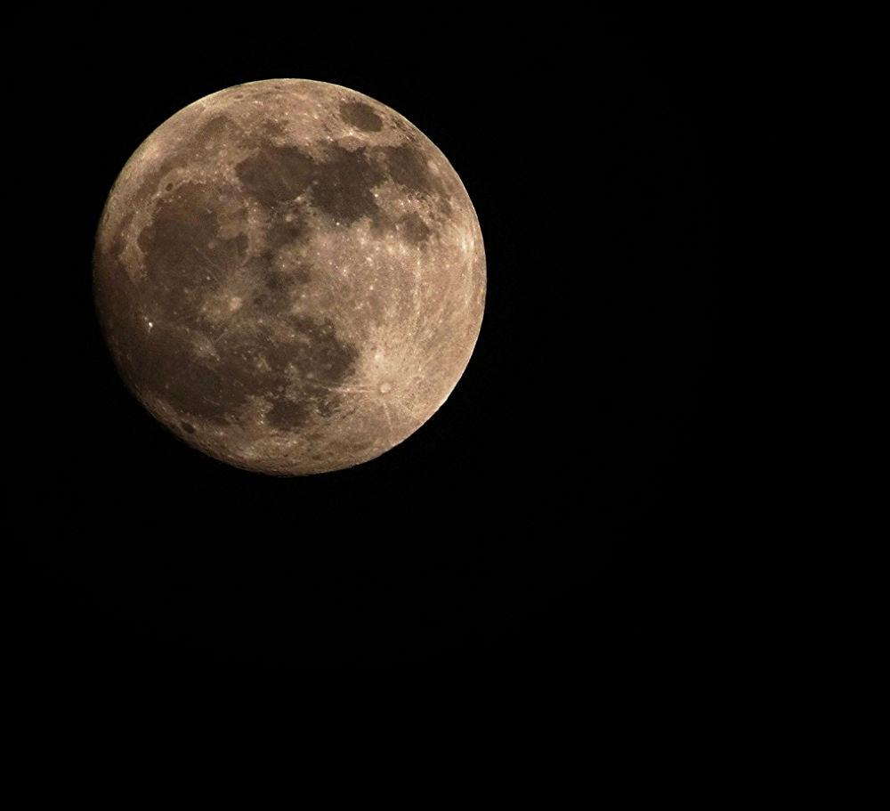 full moon by LindaStrafino
