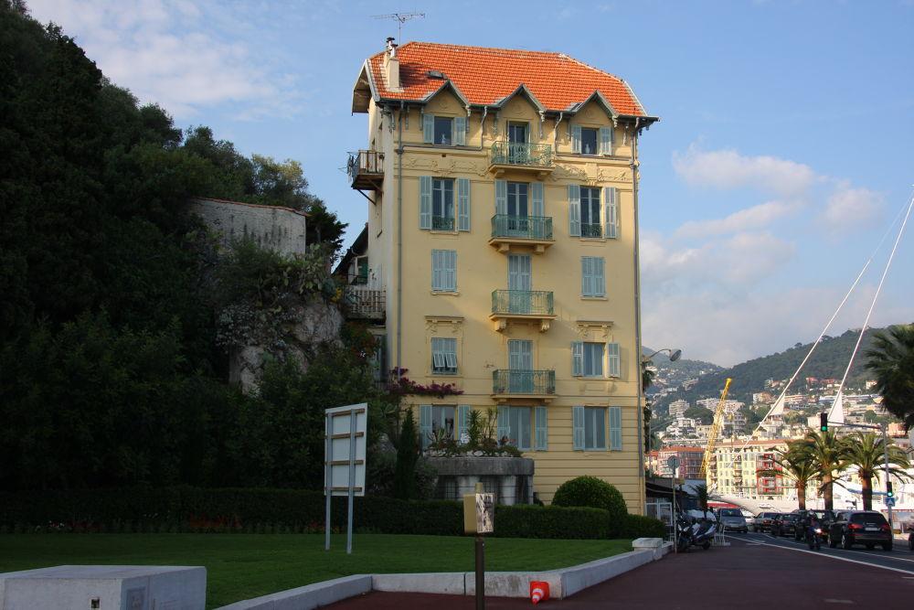 A Building, Nice, France by Atila_Yumusakkaya