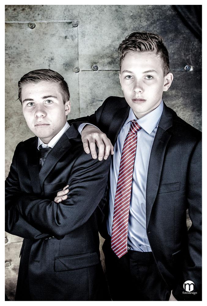 Cool twins by tovelisemossestad