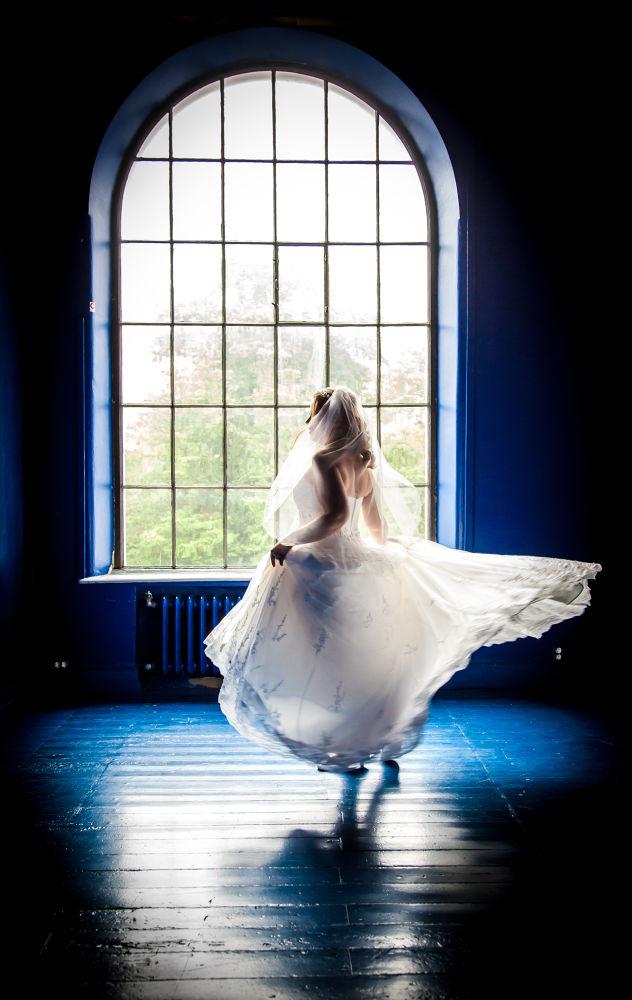Dancing Bride by tovelisemossestad