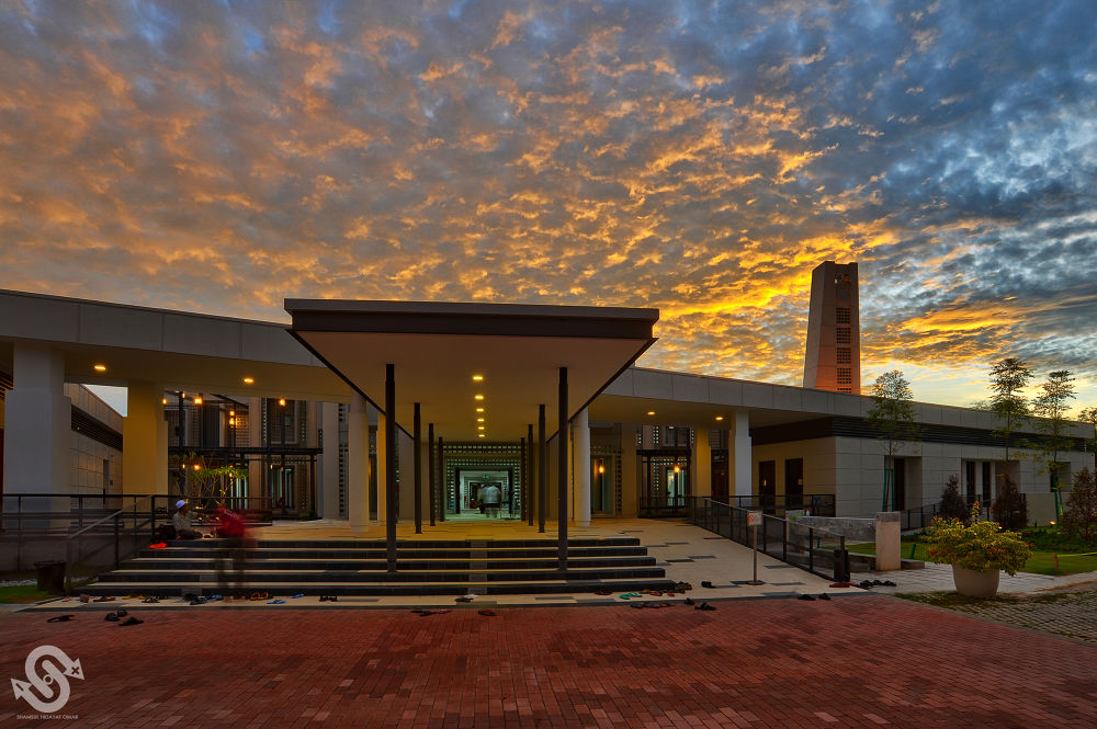 Photo in HDRI #masjid seksyen 13 #shah alam #sunset #architecture #islamic #hdr #photography #nikon d3 #shamsul hidayat omar