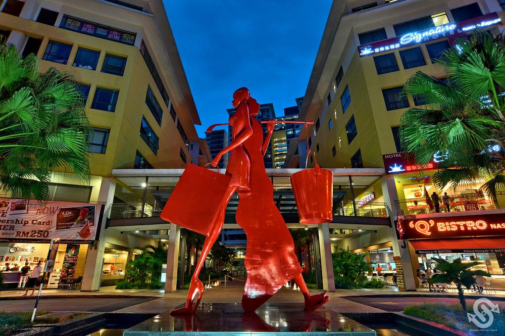 Setia Walk | Scene 4 ( Past & Present Sculpture ) by ShamsulHidayatOmar