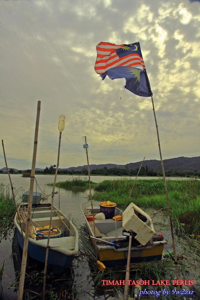 Timah Tasoh Lake by 9w2zxr