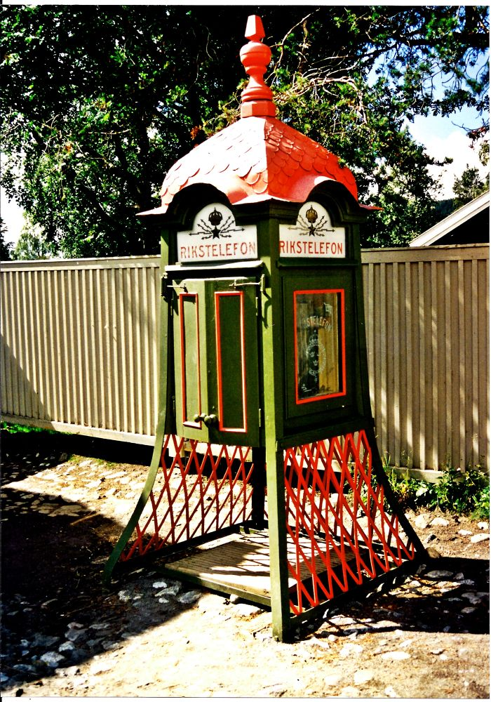 Phone box by frankverhoeven1