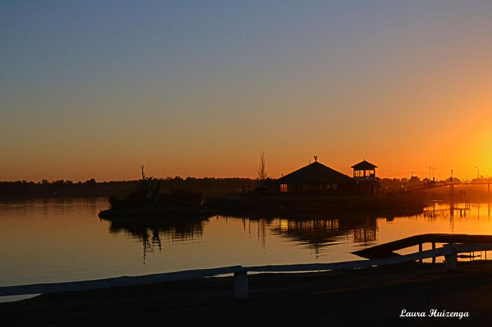 Atardecer en la laguna Don Tomás by laurahuizenga1