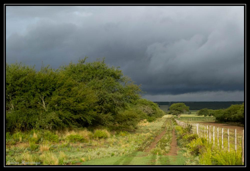Camino a la tormenta by laurahuizenga1