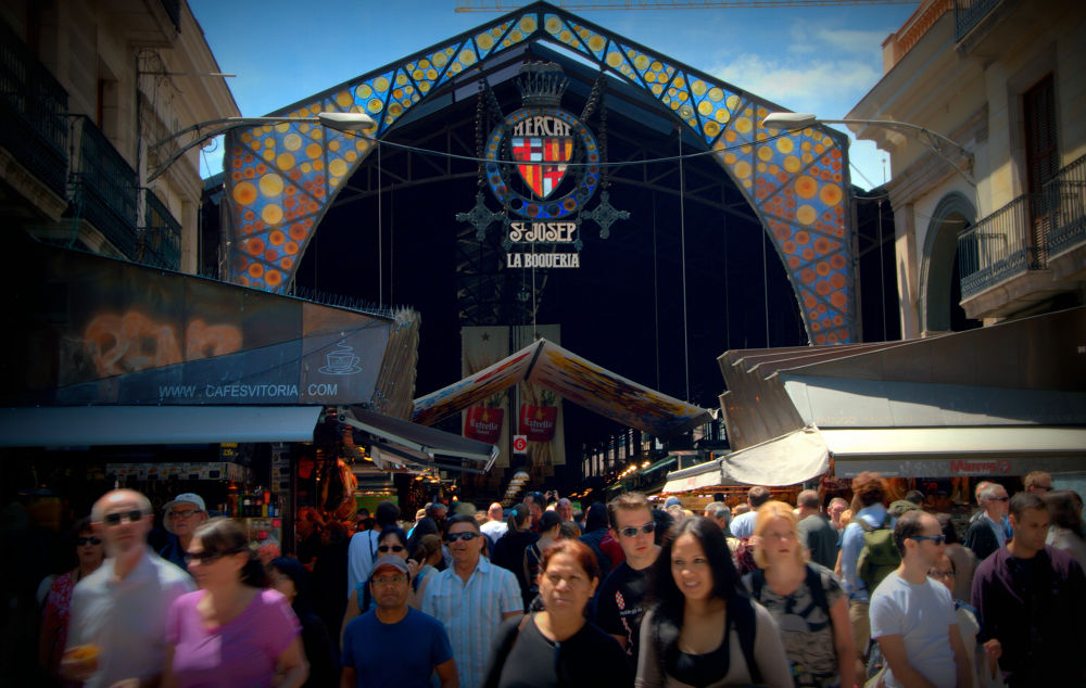 Barcelona:  color y alegria by claudiasanna3517