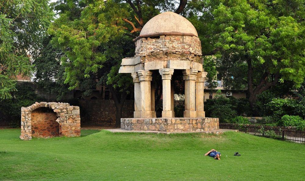 Hauz Khas, Delhi by vineetachyut
