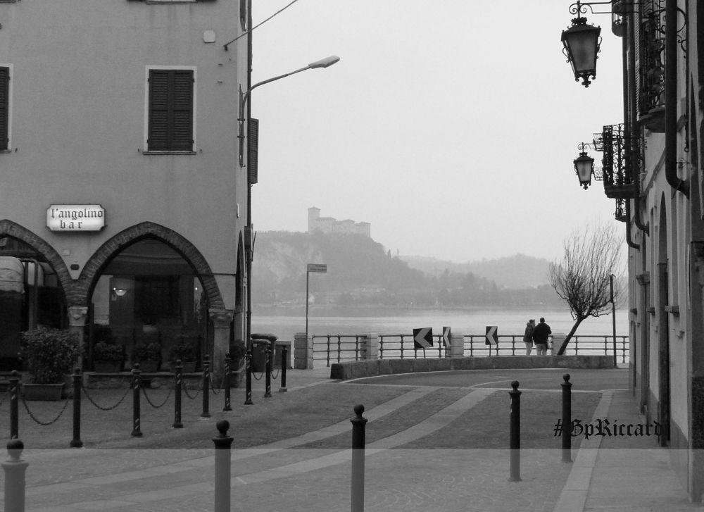 mi pare che la nebbia inviti all'intimità, all'ottimismo, alla confidenza by gpriccardi