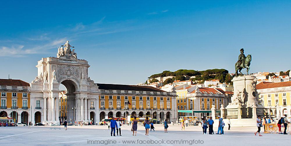 Lisbon - Praça do Comércio by immaginefoto