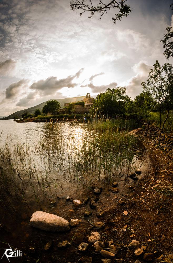 Lac du Salagou by gilbertwayenborgh