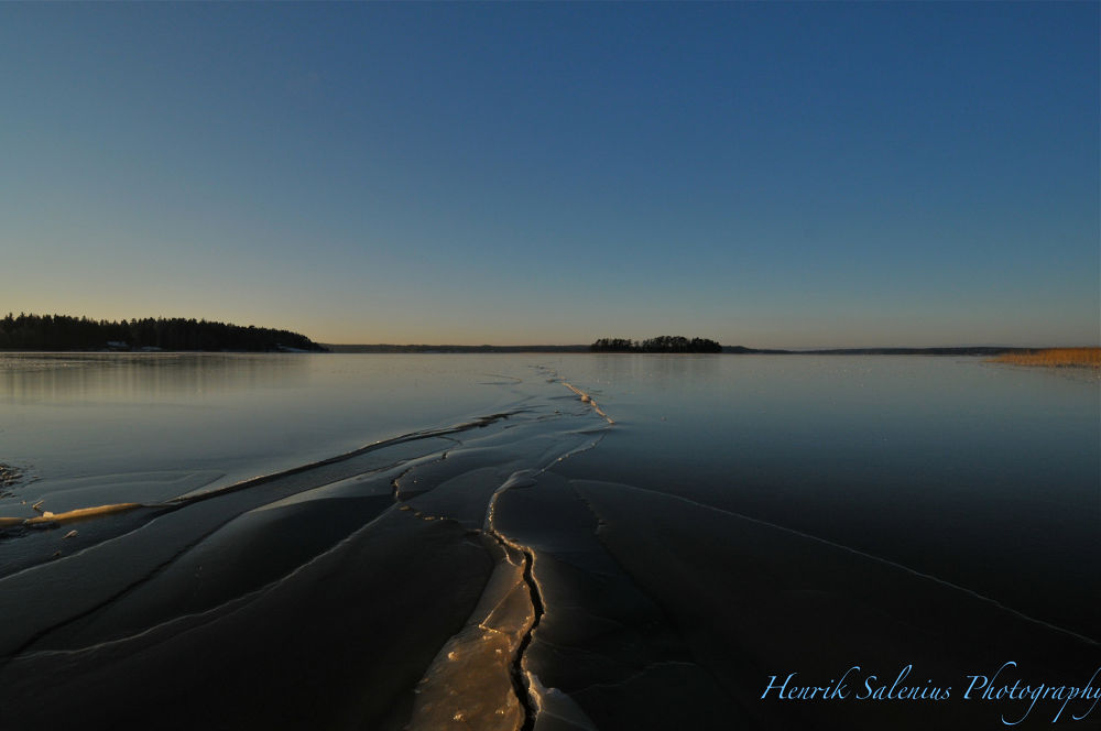 Crack in the ice  by hsalenius