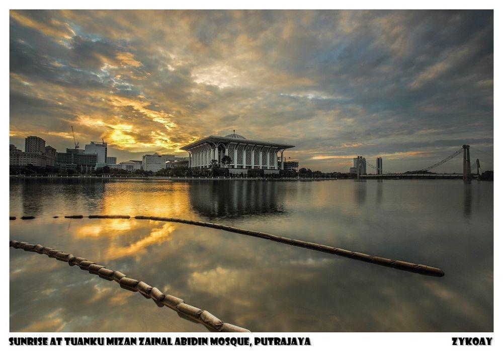 Sunrise (19-12-2013) at Tuanku Mizan Zainal Abidin Mosque / Iron Mosque - Precint 3, Wilayah Perseku by zhongyingkoay