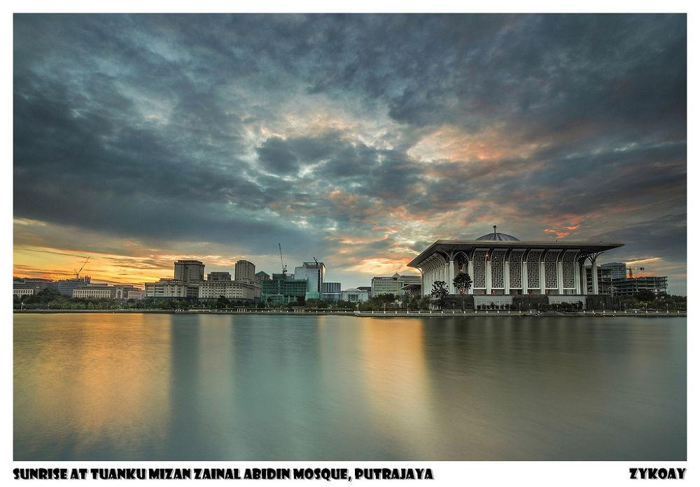 Sunrise (19-12-2013) at Tuanku Mizan Zainal Abidin Mosque / Iron Mosque - Presint 3, Wilayah Perseku by zhongyingkoay