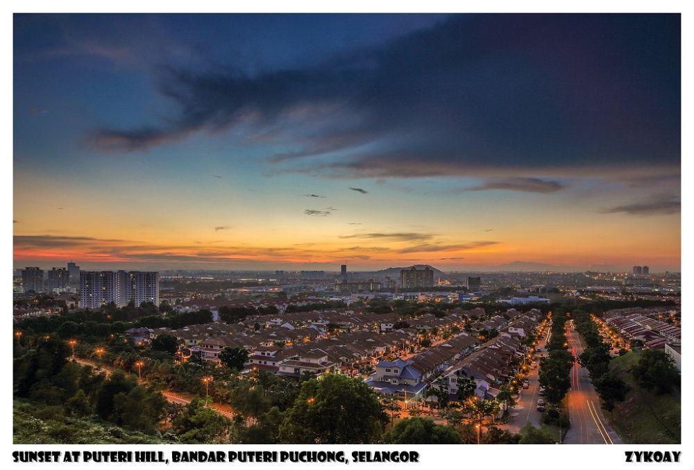 Sunset at Puteri Hill - Bandar Puteri Puchong 蒲种公主城, Puchong 蒲种, Daerah Petaling 八打灵县, Selangor 雪兰莪州 by zhongyingkoay