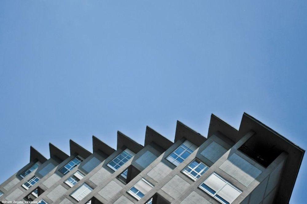 triangulo en Oviedo by Adrianzapicovasquez