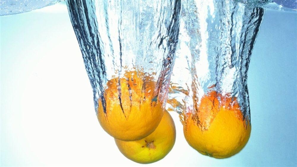 plunging_oranges by hardeepsingh