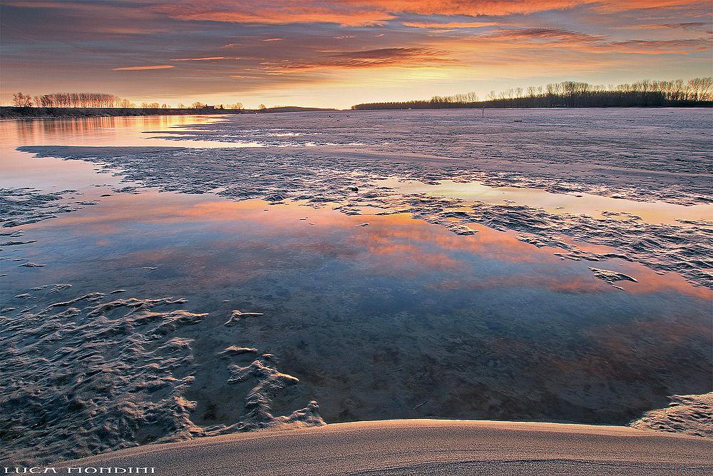 Po river sunrise by lucamondini