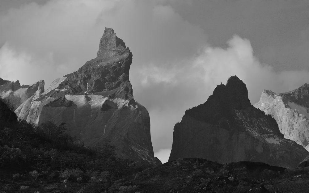 Los Cuernos by acwynar