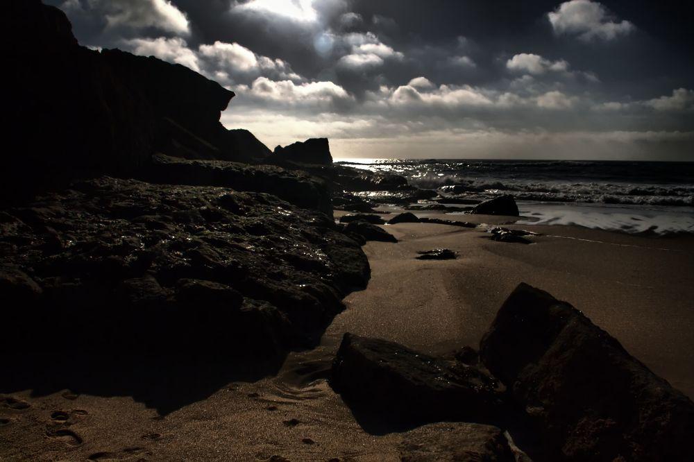 On the rocks by Joaquim Gaspar
