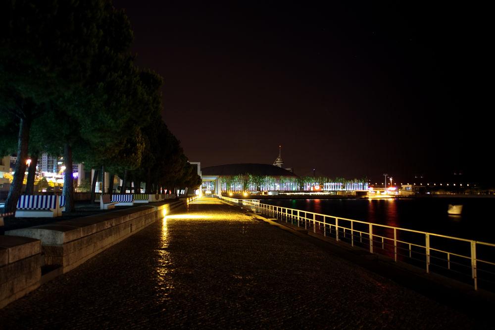 Photo in Architecture #portugal #lisbon #expo 98 #parque das nações #tagus #river #night #nightshot