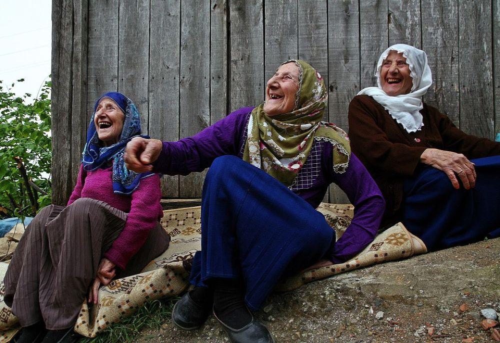 90 'lık kahkaha..(The world's oldest triplets) TURKEY by karaca2001