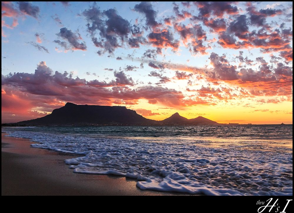 Sunset behind Table Mountain by HelenaSousa