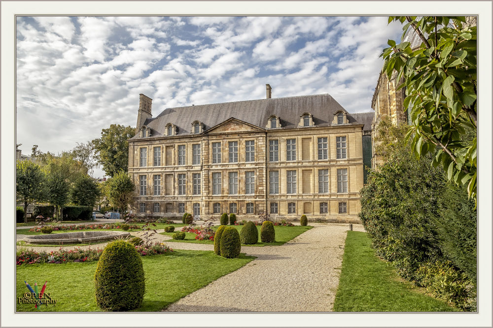 Photo in Cityscape #france #reims #jardin #garden #henri deneux. #tourist #popular #cathedral #2013 #ypa2013