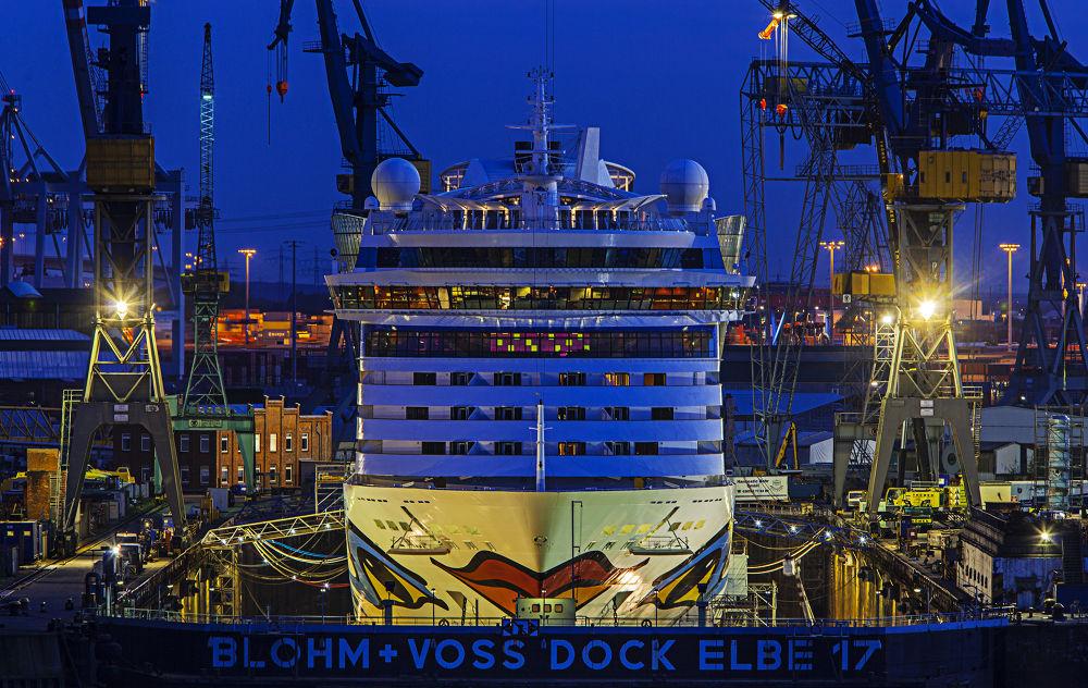 Aida-Luna im Dock by berndwilleke