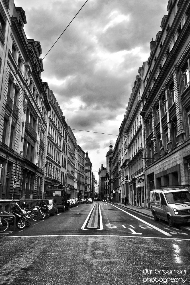 Lyon < by ani darbinyan