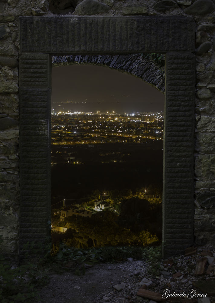 Oltre la porta by Gabriele Geraci