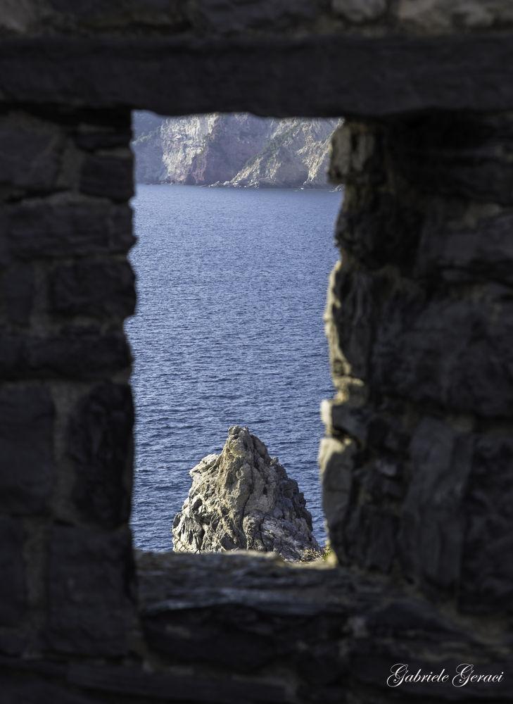 Dietro la finestra by Gabriele Geraci