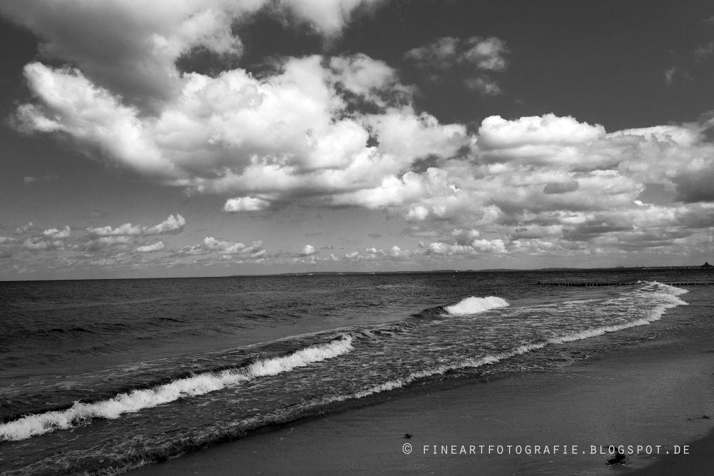 Baltic coast in black and white by schnauzenbautzer