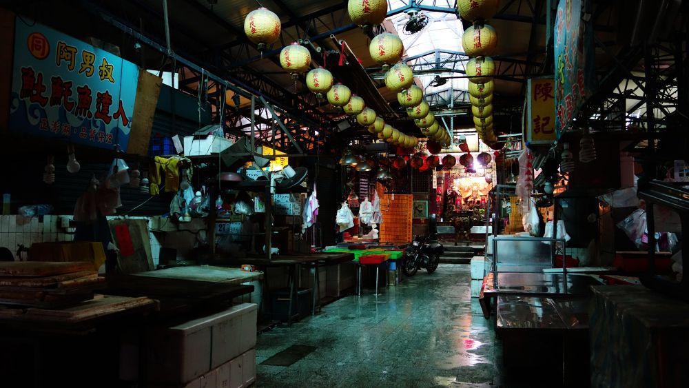 Quiet market by chienchiahuang