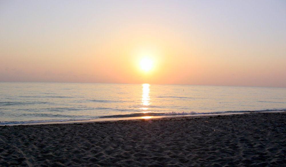 Sunrise in Cayo Coco by simonp