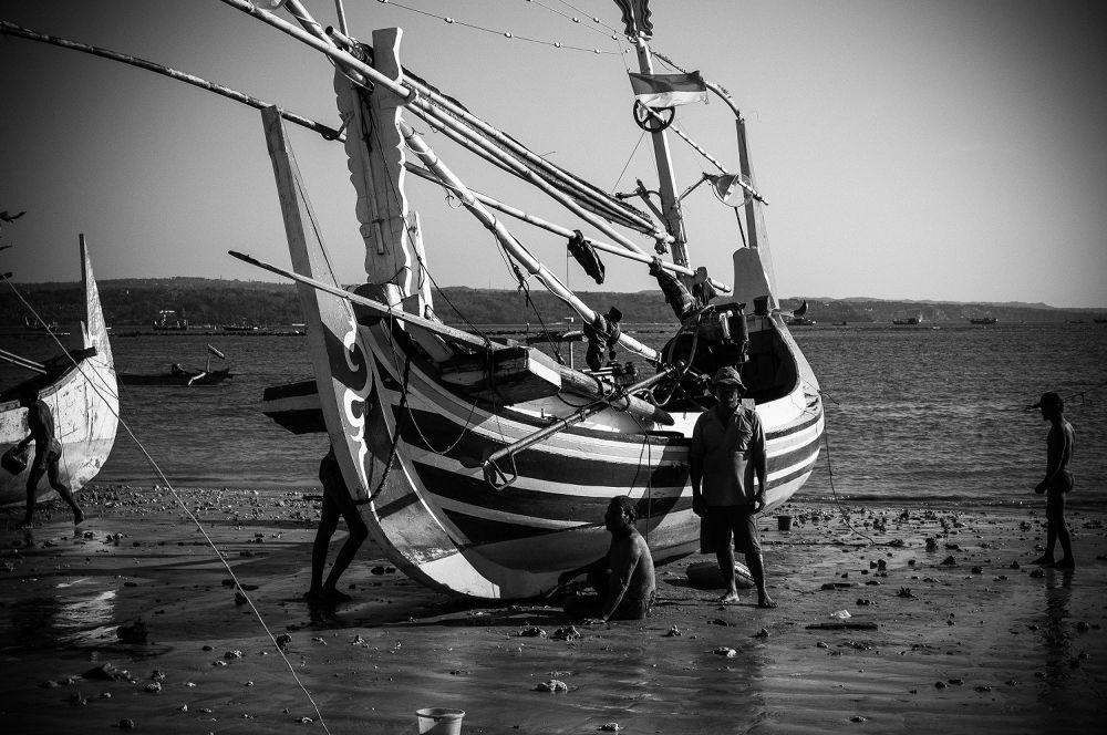 Balinese fishermen. by azandre