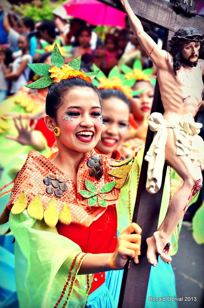 Fiesta... by ronald_obnial