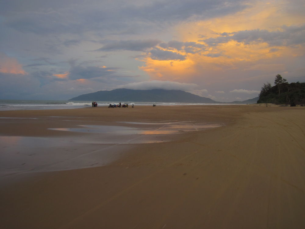 tail of borneo beach by seaamin