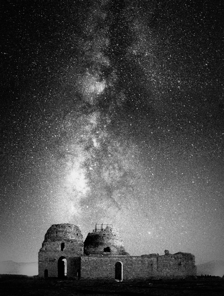 Milky way at the top of SARVESTAN PALACE ( B&W ) by Aria Aref
