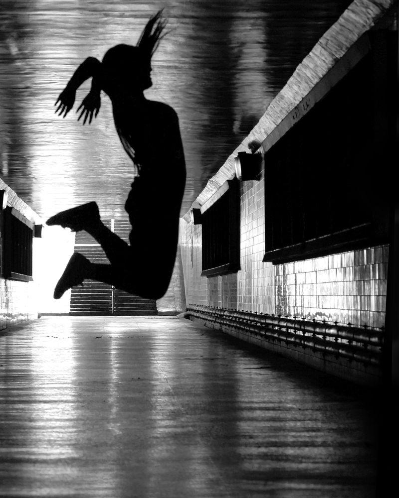 暗夜的舞躍 by bardhsiao