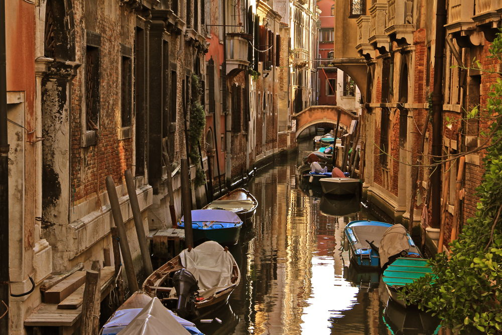 Old Alley, Venice by pohhuays