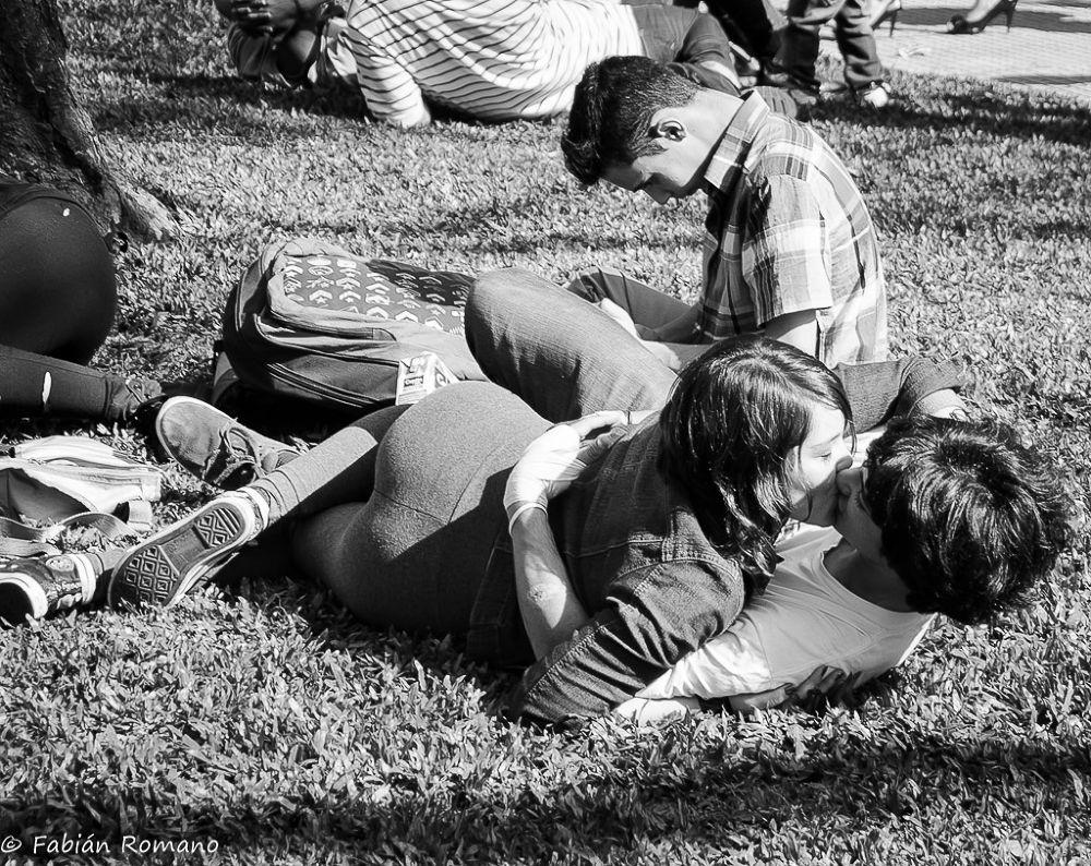 Besos en el parque by fabianffoto