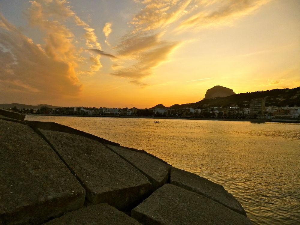 Jávea port at dusk. by twogeckos